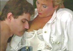 Խաղալ պաղպաղակ գեղեցիկ բարձրահասակ մայրիկ եւ որդի զավեշտական պոռնո աստղ